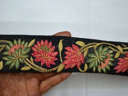 Wholesale Embroidery Embellishments Decorative Saree Fabric Trims Indian Sari Border Embroidered Floral Craft Ribbon Trim sold By 9 Yard Sewing Designer Borders