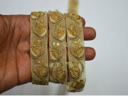 1 Inch wide Embroidered designer Trims in Gold Wholesale Gold Decorative Saree Border Fabric trims embellishments Indian Embroidered Laces Trims By 9 Yard Sari Borders Crafting ribbon