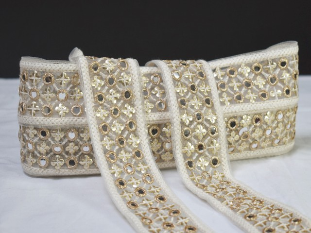 2 yard embroidered ivory decorative Indian laces sari border fabric craft trim fashion trimmings sewing gown dress making laces table runners Christmas ribbon home décor party wear lehenga tape