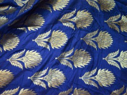 Banarasi silk brocade illustrate golden woven floral design fabric blue brocade wholesale fabric by the yard online evening dress material mat making brocade furniture cover brocade clutches fabric bow-tie brocade