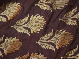 Banarasi silk brocade illustrate golden woven floral design fabric wine brocade wholesale fabric by the yard online evening dress material mat making brocade furniture cover brocade clutches fabric bow-tie brocade