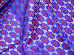 Benarasi blended silk brocade golden geometrical design fabric royal blue and red wholesale fabric by the yard occasion brocade curtain making fabric outdoor material online brocade hair crafting fabric tops