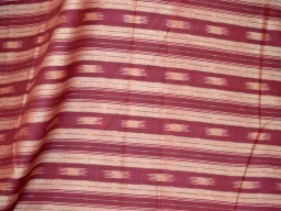 Hand-loom Homespun Ikat Weaving Cotton Fabric in Maroon