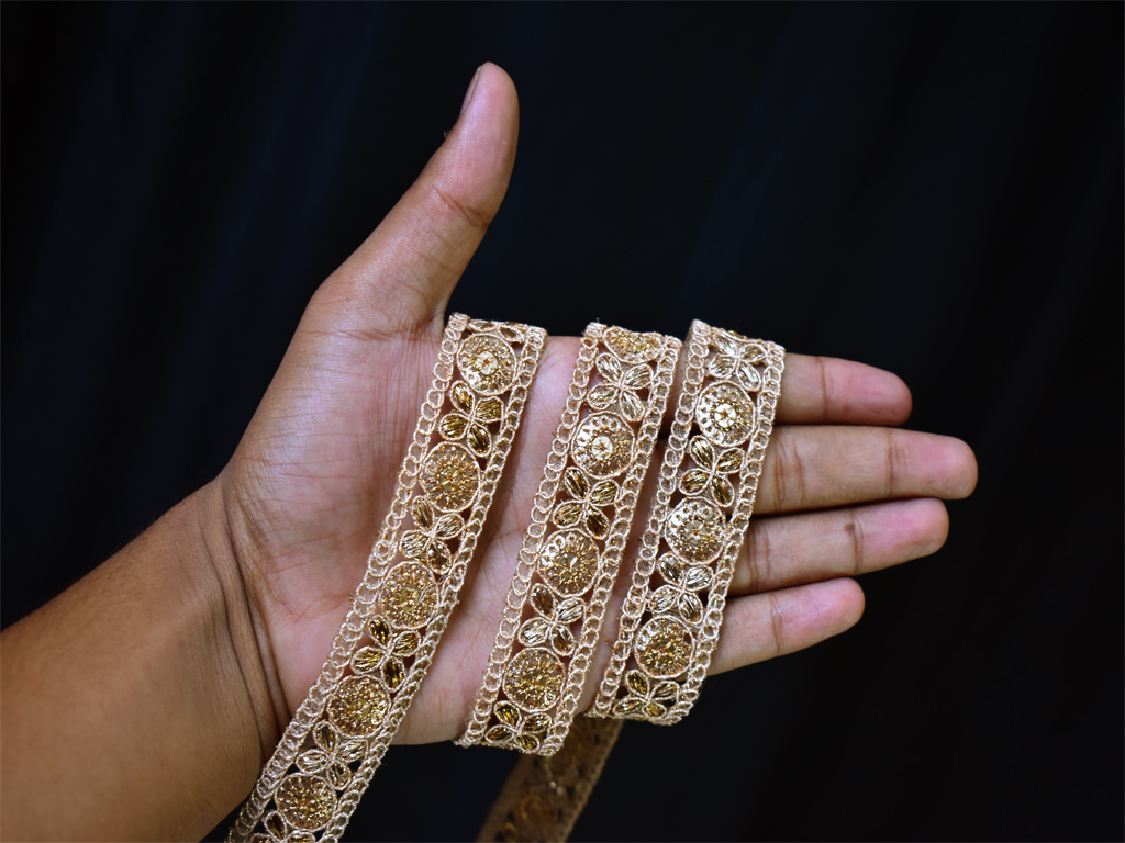 2 Yard Blouses Floral Design Trims For Shrugs Lace Gold Sequins Border Tunics Embroidery Tapes Wedding wear gown Decoration Material Festive Wear Ribbon Indian Embellishment Fashion Blogger Costume Trimming